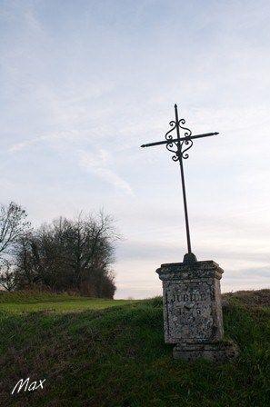 Croix a la sortie ouest de givry 4
